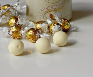 chocolate and lindt image