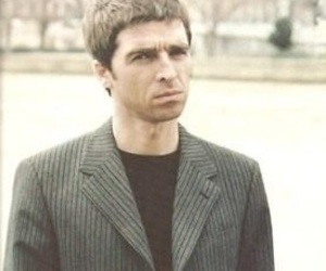 chief, live forever, and noel gallagher image