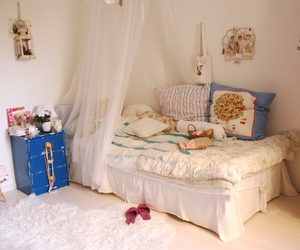 room and bed image